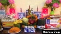 Bàn thờ gia tiên ngày Tết Việt Nam.