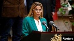 La presidenta interina de Bolivia, Jeanine Áñez, habla durante la ceremonia del Día de la Fundación del Estado Plurinacional de Bolivia, en el Palacio Presidencial, en La Paz, el miércoles 22 de enero de 2020. Reuters/David Mercado.