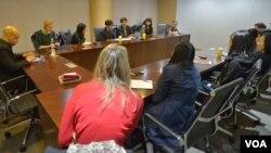 미국 명문대 학생 10여 명이 지난 8일 한국을 방문해 북한 인권 실태에 관한 탈북자들의 증언을 듣고 있다.