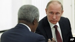Russian President Vladimir Putin (R) listens to Kofi Annan, the UN and Arab League envoy for the Syrian crisis, during a meeting in the Kremlin, Moscow, July 17, 2012.