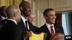 Prezident Obama Ağ Evdə Los Ancelesin Lakers basketbol komandasını qəbul edir