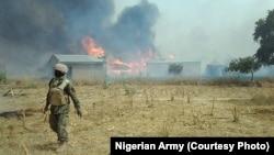 Sojojin Najeriya bayan da suka fatattaki 'yan Boko Haram daga wani sansaninsu dake dajin Sambisa a Jihar Borno