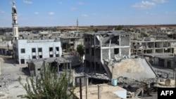 Kota Talbisseh di provinsi Homs, Suriah porak poranda akibat serangan udara (30/9). Rusia mengkonfirmasi bahwa mereka telah melakukan serangan udara pertama di Suriah.