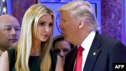 Президент США Дональд Трамп с дочерью Иванкой. Нью-Йорк, США. 11 января 2017 г.