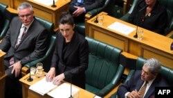 Perdana Menteri Selandia Baru Jacinda Ardern berbicara di depan parlemen di Wellington, Selasa (19/3).