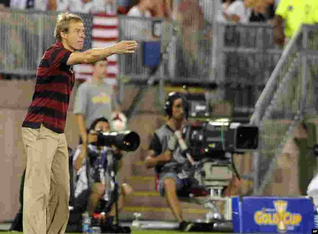 El entrenador de Estados Unidos, el ex delantero internacional alemán Jürgen Klinsmann, fue expulsado en la semifinal ante Honduras.