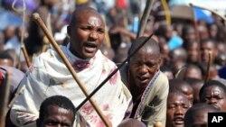 Des employés de plusieurs mines ont été remercié mardi en Afrique du Sud