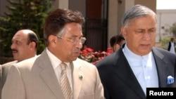 پرویز مشرف اور سابق وزیراعظم شوکت عزیز (فائل فوٹو)