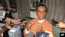 Tin Oo, deputy leader of the National League for Democracy (NLD), talks to journalists at his residence following the expiry of his detention in Rangoon, Burma, 13 Feb 2010