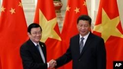 Chủ tịch Việt Nam Trương Tấn Sang gặp Chủ tịch Trung Quốc Tập Cận Bình tại Sảnh đường Nhân dân ở Bắc Kinh, ngày 10/11/2014.