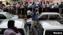 Građani Karačija na ulici nakon snažnog zemljotresa