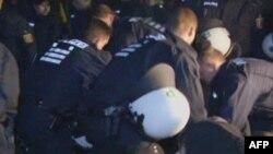 Policia gjermane largon protestuesit anti-bërthamorë nga hekurudha