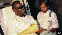 Kizz Besigye alipowasuli Nairobi kwa matibabu April 29, 2011