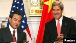 China's Foreign Minister Wang Yi (L) met with U.S. Secretary of State John Kerry (R) before a bilateral meeting at the Department of State in Washington, September 19, 2013.