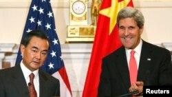 Ngoại trưởng Hoa Kỳ John Kerry (phải) và Ngoại trưởng Trung Quốc Vương Nghị họp tại Washington, 19/9/13