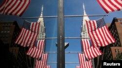 Suasana hari kemerdekaan AS di sekitar gedung Chrysler di kota New York, Senin (4/7).