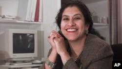 Maria Echaveste, de no haber declinado al puesto se habría convertido en la primera embajadora mujer de Estados Unidos en México.