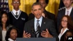 Barack Obama considera que invertir en la reconstrucción de comunidades económicamente deprimidas es crucial.