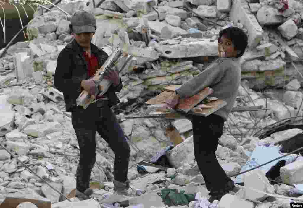 یونیسف کے مطابق شام میں لڑائی سے دس ہزار بچے ہلاک ہو چکے ہیں، جو حادثاتی طور پر جنگ میں نشانہ نہیں بنے بلکہ اُنھیں ہدف بنایا گیا۔