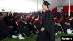 2012年5月24日薄熙来的儿子薄瓜瓜在哈佛大学约翰·F·肯尼迪政府学院毕业典礼