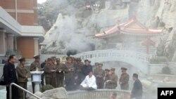 北韓領導人金正恩10月25日視察陽德郡的溫泉度假勝地。
