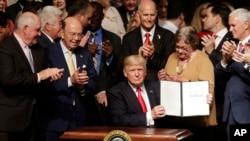Трамп підписав указ щодо відносин з Кубою