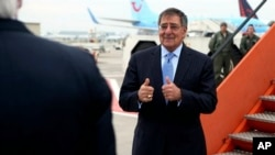 Secretary of Defense Leon Panetta gives a thumbs-up to U.S. Ambassador to the North Atlantic Treaty Organization Ivo Daalder before boarding his aircraft and departing, in Brussels, Belgium, Feb. 22, 2013.