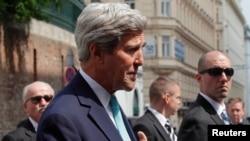 美國國務卿克里在維也納