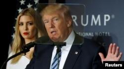 Le président Donald Trump et sa fille Ivanka Trump lors d'une soirée à Washington, le 26 octobre 2016.