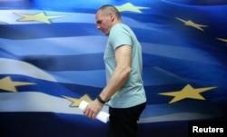 Bộ trưởng Tài chính Hy Lạp Yanis Varoufakis chuẩn bị phát biểu tại Athens, Hy Lạp, 5/7/2015.