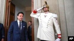 جوزپه کونته بعد از دیدار با رئیس جمهوری ایتالیا مامور تشکیل دولت جدید شد.
