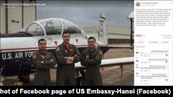 Thượng úy Đặng Đức Toại, phi công quân sự VN, chụp cùng đồng nghiệp tại một căn cứ của Không lực Hoa Kỳ, tháng 6/2019