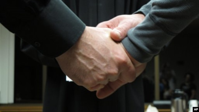 The British government is considering a plan to allow gay couples to wed in civil ceremonies.