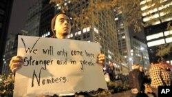 佔領華爾街示威者星期二晚在祖可提公園重新開放後返回示威