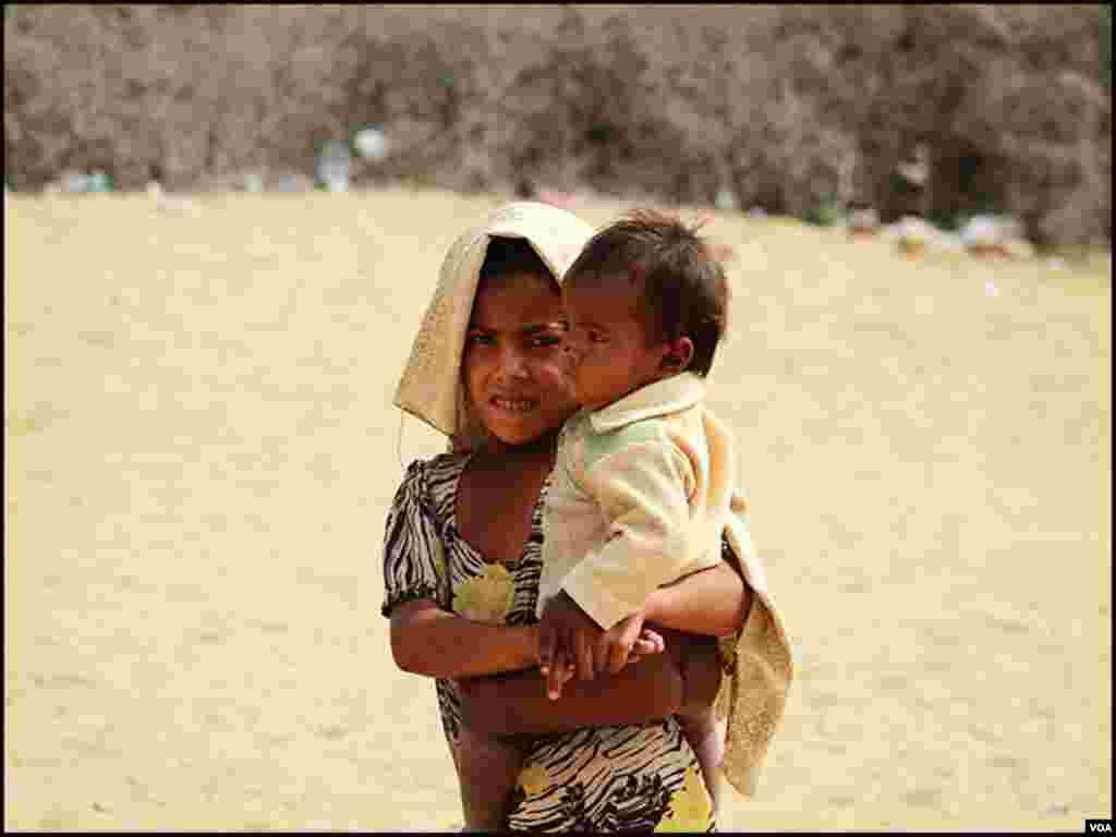 تھر کے ریگستانی علاقوں میں بسنے والوں کی زندگی بھی سندھ کے دوسرے دیہاتوں سے کچھ مختلف نہیں