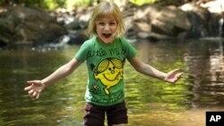 Lori Anne Madison yang baru berumur 6 tahun lolos sebagai peserta termuda Kontes Mengeja tingkat nasional di Amerika (foto: dok).