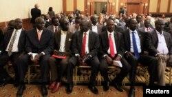 Para anggota delegasi pemberontak Sudan Selatan menghadiri upacara pembukaan negosiasi dengan pemerintah Sudan Selatan di ibukota Ethiopia, Addis Ababa, 4 Januari 2014 (Foto: dok).