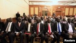 Các thành viên trong phái đoàn của phe nổi dậy tại Nam Sudan tại buổi khai mạc cuộc hòa đàm ở thủ đô Ethiopia.
