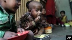 Trẻ suy dinh dưỡng tại Mumbai, Ấn Độ
