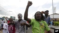 Des manifestants nigérians dans les rues de Lagos le 18 mai 2016.