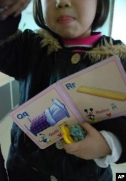 為逃避中國的計劃生育,東莞的劉氏夫婦2008年到香港誕下二女兒