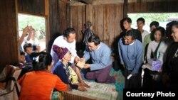 လူကယ္ျပန္၀န္ႀကီး ကခ်င္ျပည္နယ္ရွိတိုက္ပြဲေရွာင္ တိုင္းရင္းသားျပည္သူမ်ားႏွင့္ေတြ႕ဆံု (ProfWin Myat Aye)