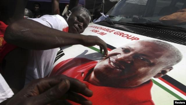 'Yan Jam'iyyar NDC su na murnar nasarar da dan takararsu, John Dramani Mahama, ya samu a zaben shugaban kasa, 9 Disamba 2012