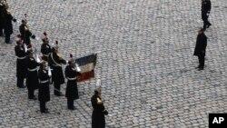 Francuski predsednik Fransoa Oland tokom komemoracije žrtvama napada u Parizu