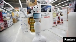 日本軟銀機器人Pepper。
