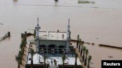 巴基斯坦婚礼船被洪水吞没