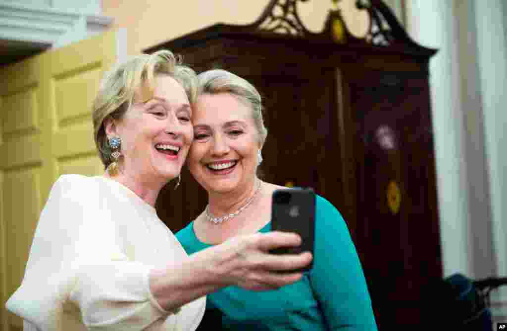Хиллари Клинтон с актрисой Мэрил Стрип. 1 декабря 2012 г.