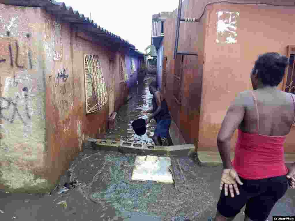 Chuva em Luanda. Foto enviada por ouvinte através do Whatsapp