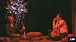 Tingulli i vërtetë, dhe tani klasik i instrumentit persian kamancheh