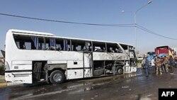 Ostaci napadnutog autobusa kojim su se prevozili iranski hodočasnici, 4. decembar 2010.